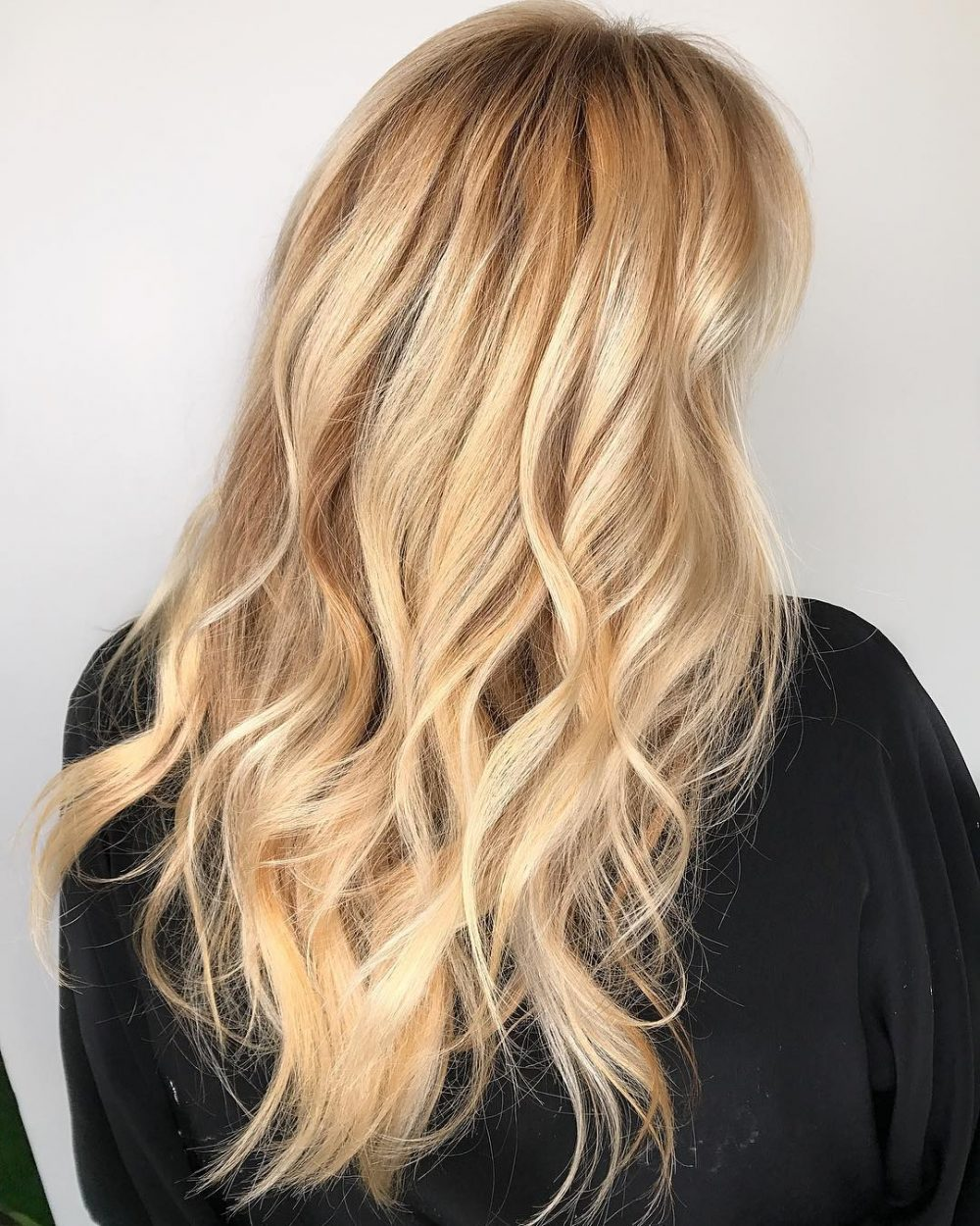 Nothing helps to stay looking current as a modern hair color and a trendy cut The balayage is deservedly considered the hottest customized hair color